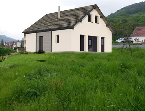 Maison à ossature bois et façade crépie