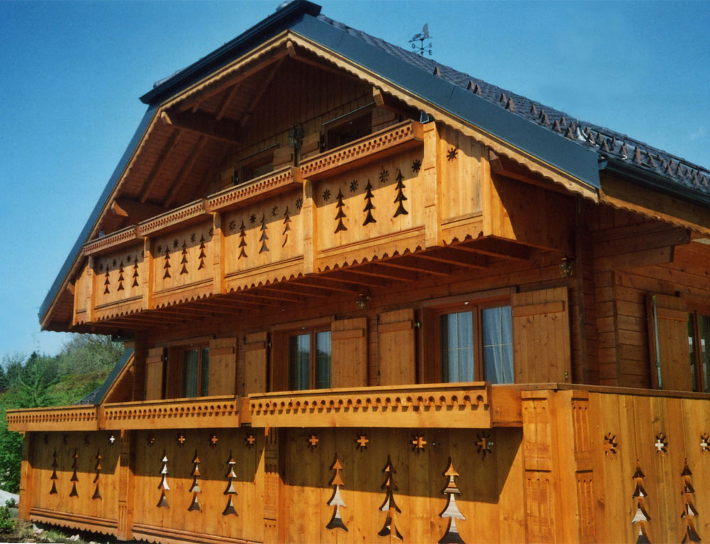 chalet traditionnel de montagne nos chalets en bois chalet 2 pans. Black Bedroom Furniture Sets. Home Design Ideas