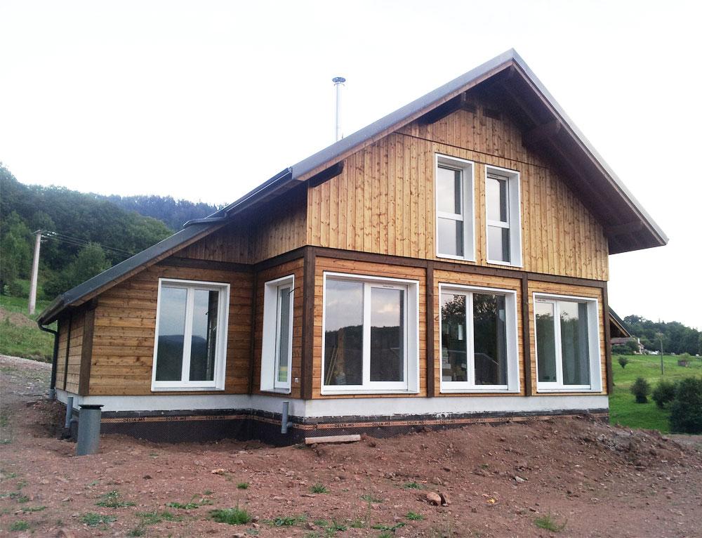 chalet traditionnel avec bardage classe iii nos chalets en bois chalet 2 pans. Black Bedroom Furniture Sets. Home Design Ideas