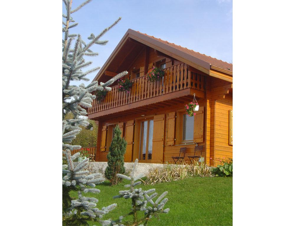 chalet traditionnel nos chalets en bois chalet 2 pans. Black Bedroom Furniture Sets. Home Design Ideas