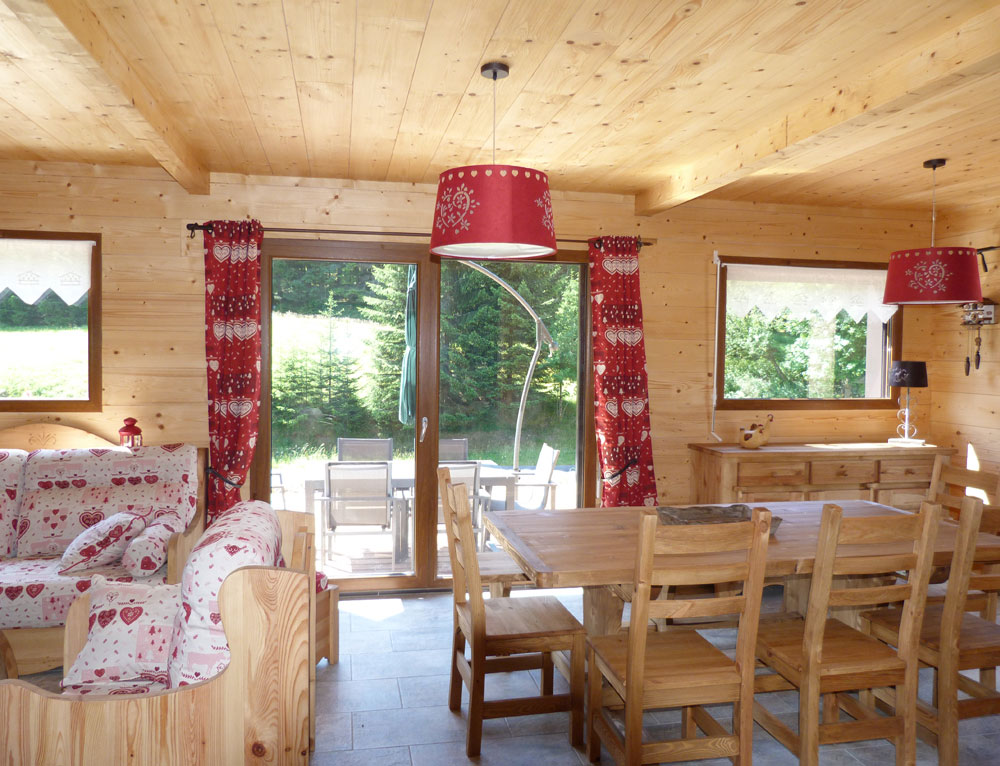 Chalet traditionnel avec mix de mat riaux nos chalets en for Finition interieur