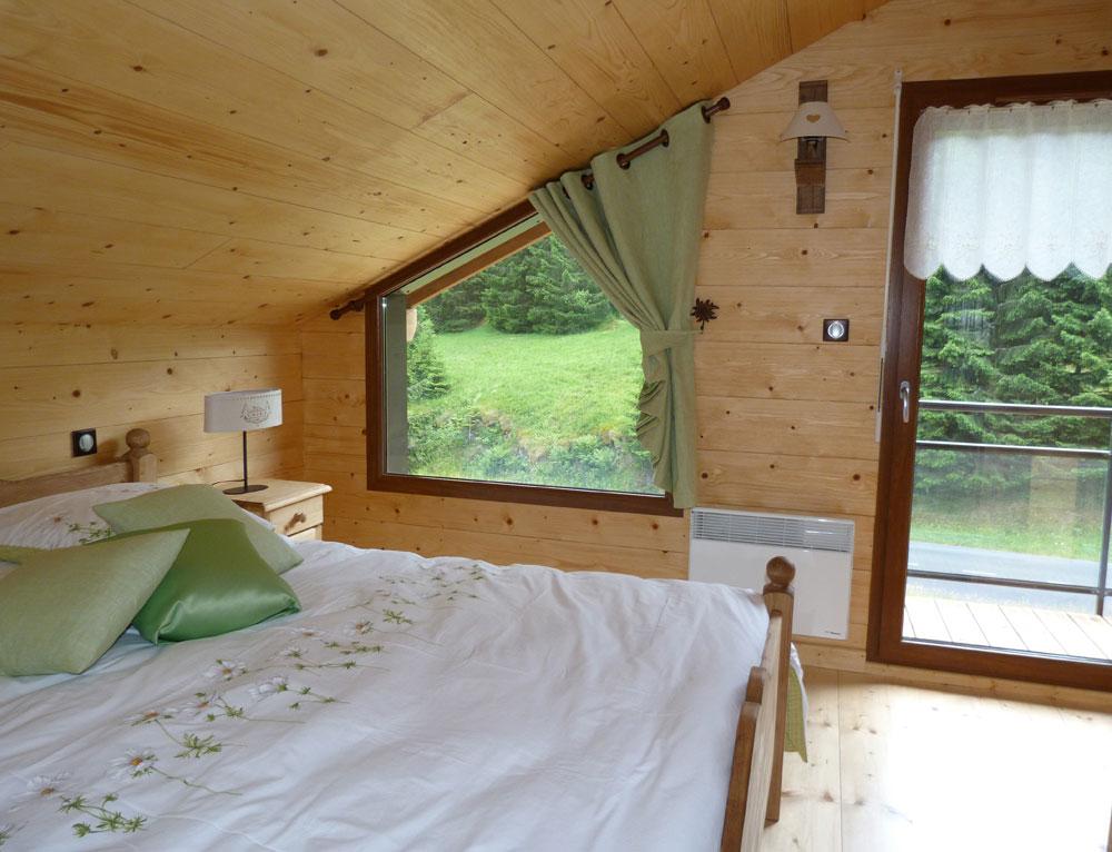 chalet traditionnel avec mix de mat riaux nos chalets en bois chalet 2 pans. Black Bedroom Furniture Sets. Home Design Ideas