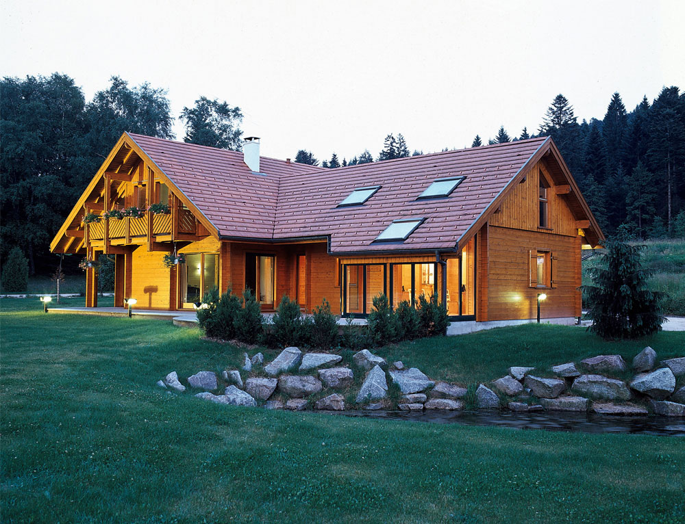 grand chalet traditionnel avec v randa nos chalets en bois chalet 2 pans. Black Bedroom Furniture Sets. Home Design Ideas