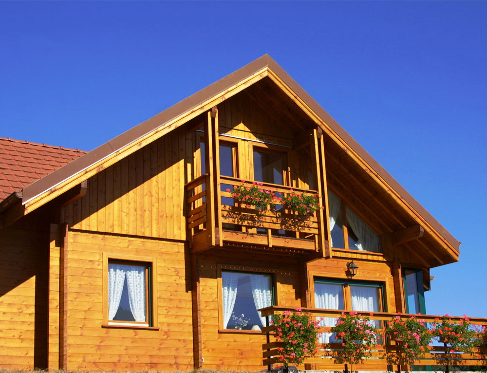 grand chalet traditionnel avec v randa nos chalets en bois 88 vosges. Black Bedroom Furniture Sets. Home Design Ideas