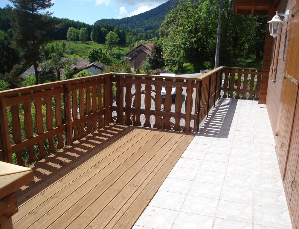 Agrandissement du balcon en terrasse r novation et for Agrandir terrasse bois