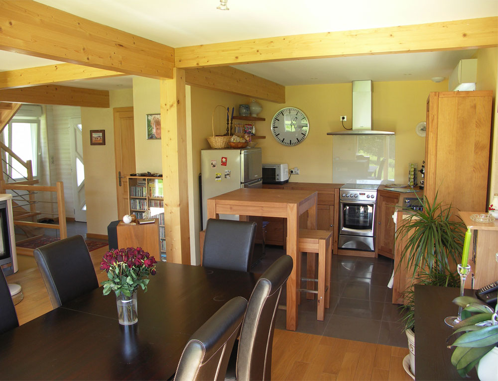 maison bois traditionnelle style poteau poutre nos maisons ossatures bois maison 2 pans. Black Bedroom Furniture Sets. Home Design Ideas