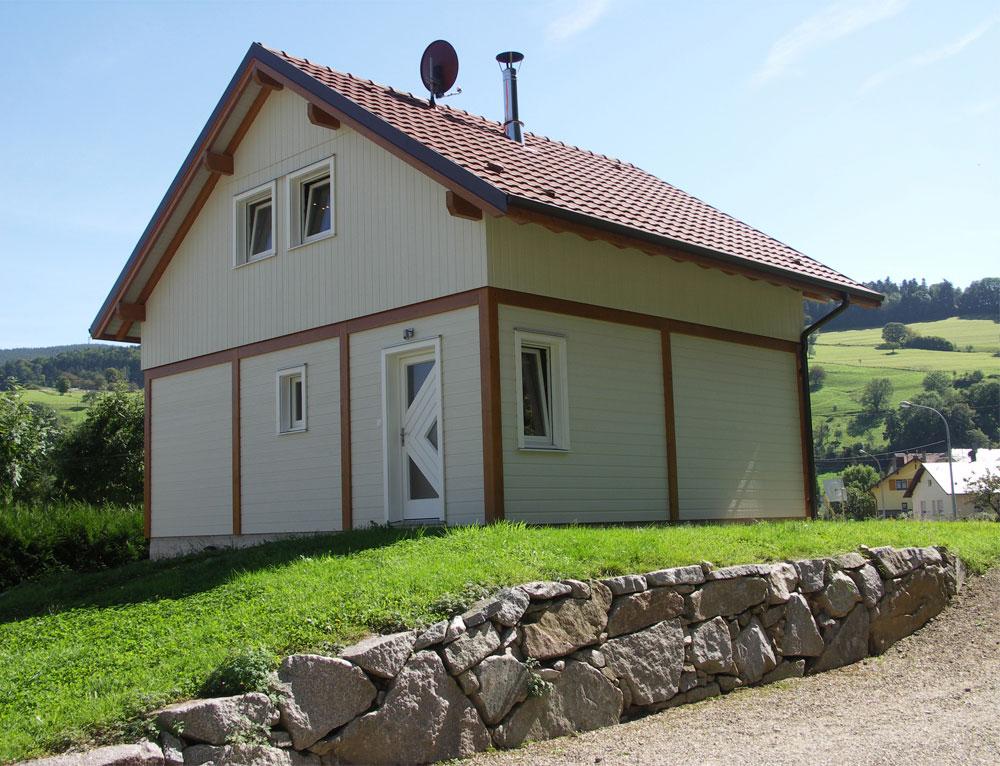 Maison bois traditionnelle style poteau poutre nos maisons for Maison bois traditionnelle