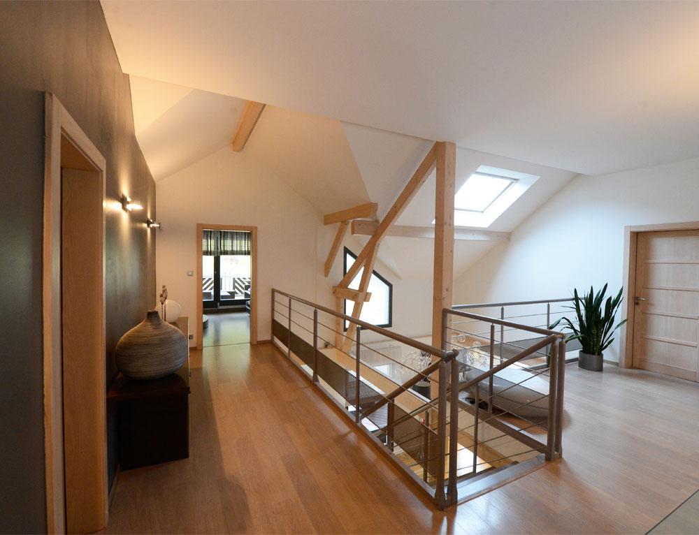 Maison d 39 architecte bois avec charpente apparente nos for Chambre de pousse maison