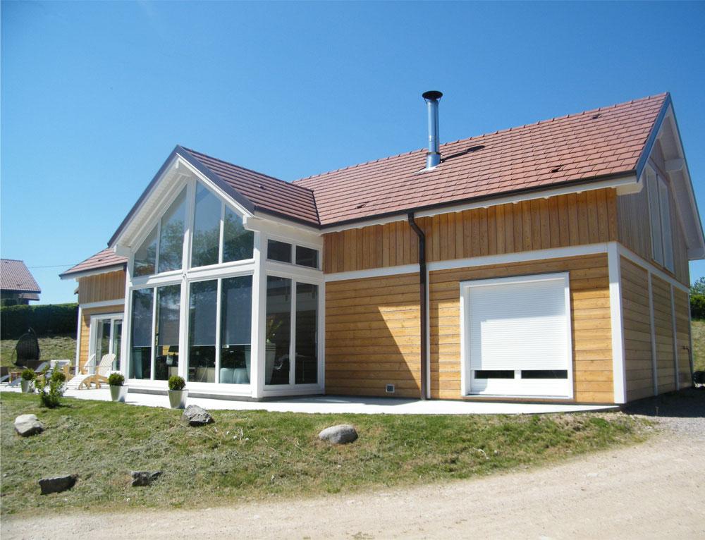 Grande maison bois familiale avec verri re nos maisons for Constructeur maison ossature bois 05