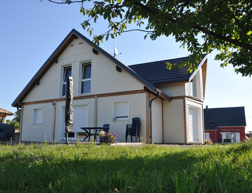 maison familial ossature bois nos maisons ossatures bois maison 2 pans. Black Bedroom Furniture Sets. Home Design Ideas