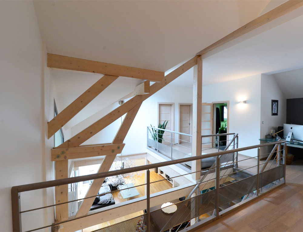 Maison d 39 architecte bois avec charpente apparente nos for Mezzanine plan