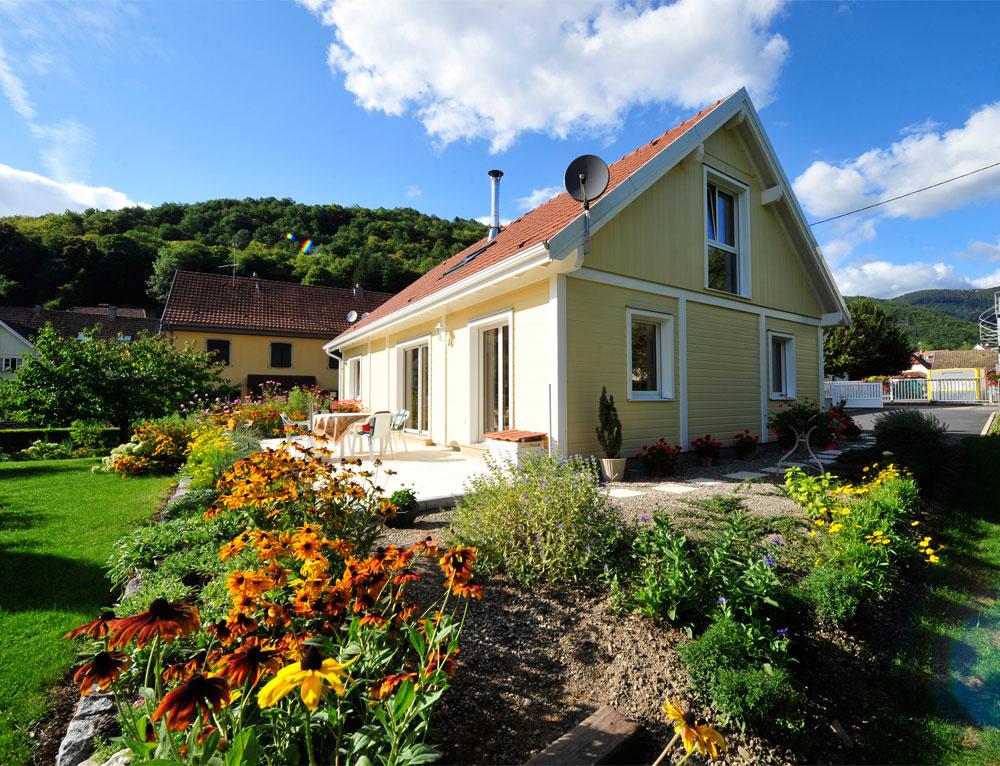 Maison bois traditionnelle en bardage canexel nos maisons - Maison plain pied ou etage ...
