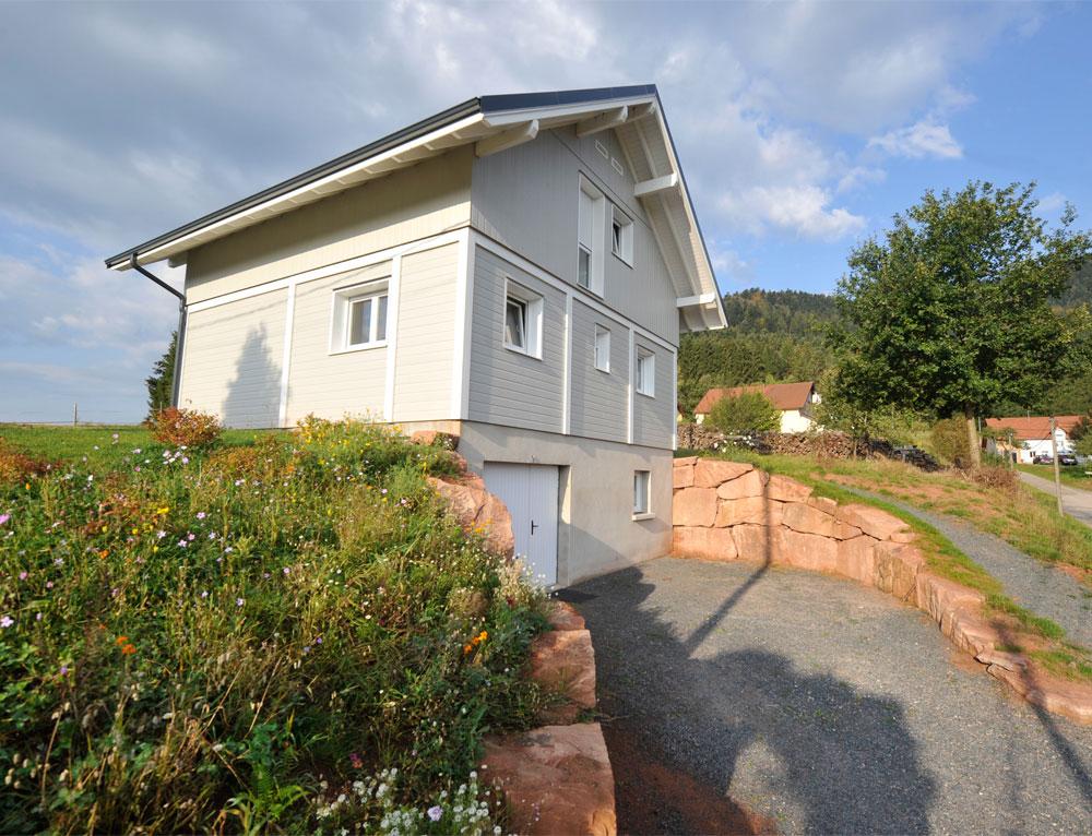 Maison ossature bois avec bardage canexel nos maisons for Moulure exterieur maison