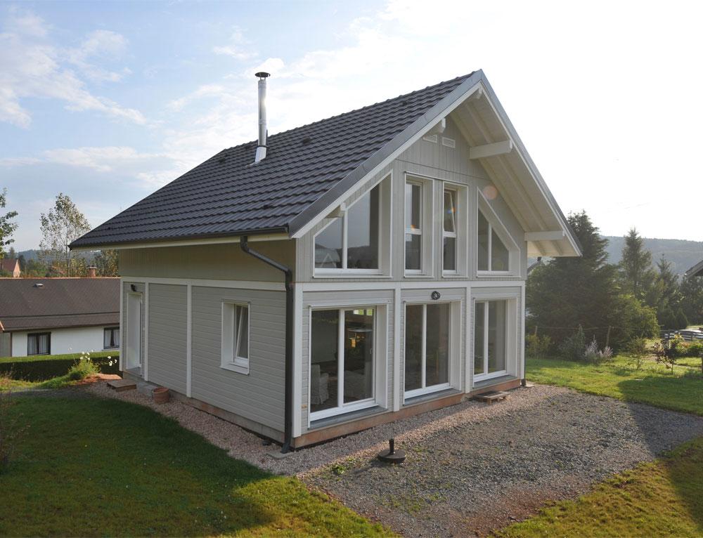 Maison ossature bois avec bardage canexel nos maisons ossatures bois maison 2 pans - Maison crepi blanc et gris ...