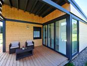 maison bois baies vitrées terrasse bois