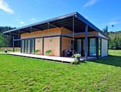 maison bois facade terrasse vitrée plain pied